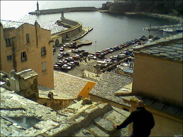 http://www.allo-olivier.com/Photos-Forum/Cordistes/Gouttiere-01.jpg